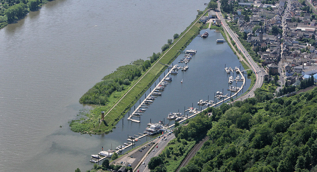 Luftaufnahme des Yachthafens