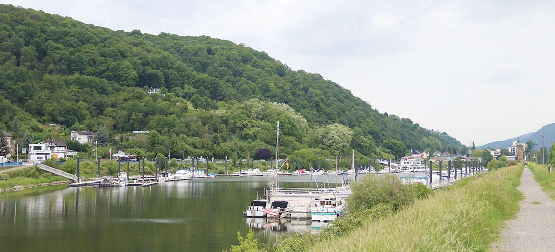 Hafenbecken von der Mole aus, Blick in Richtung Pfannkuchenschiff und Hafeneinfahrt